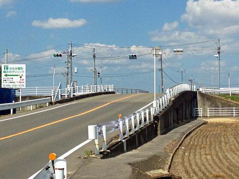 04用水路を渡る橋.jpg