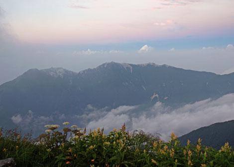 夕暮れの鳳凰三山470.jpg