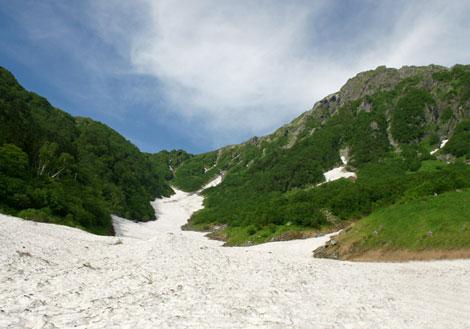 雪渓を登る.jpg